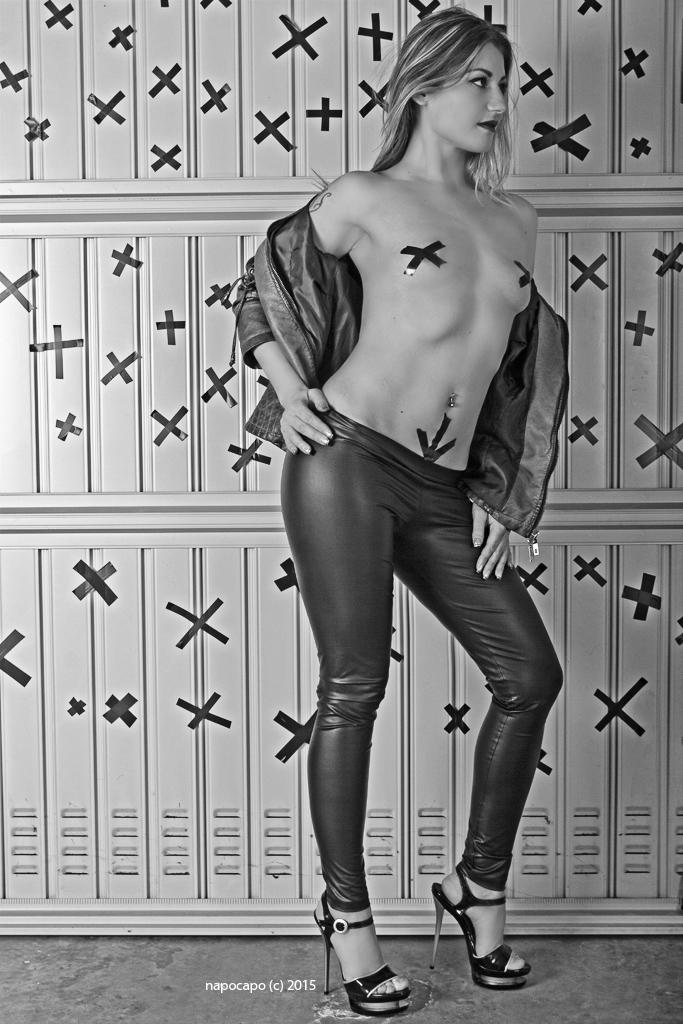 Sado Eva Kiss